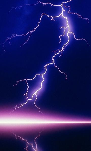 Klicken Sie auf die Grafik für eine größere Ansicht  Name:Lightning.jpg Hits:480 Größe:88,1 KB ID:16370