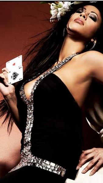 Klicken Sie auf die Grafik für eine größere Ansicht  Name:sexy poker girls3.jpg Hits:297 Größe:49,2 KB ID:33009