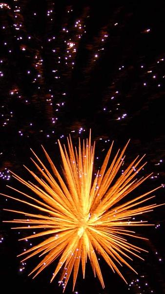 Klicken Sie auf die Grafik für eine größere Ansicht  Name:Feuerwerk_1.jpg Hits:1048 Größe:220,1 KB ID:33827