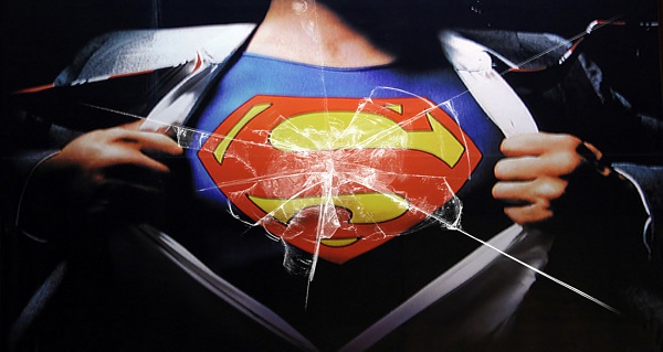 Klicken Sie auf die Grafik für eine größere Ansicht  Name:Superman brokenglass.jpg Hits:459 Größe:1,28 MB ID:47113