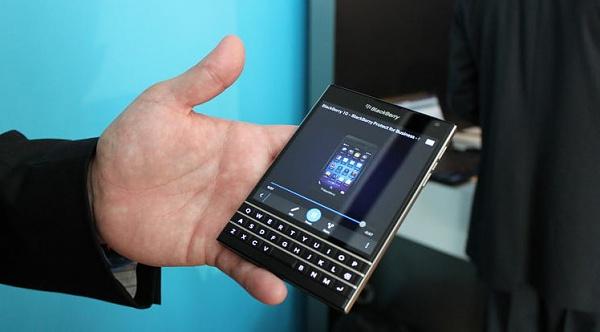 Klicken Sie auf die Grafik für eine größere Ansicht  Name:blackberry-passport-smartphone.jpg Hits:604 Größe:141,1 KB ID:50822