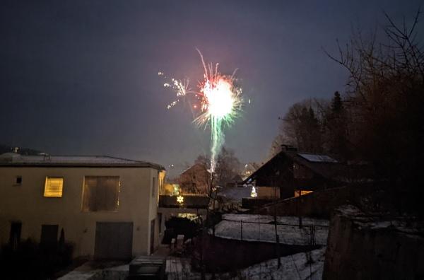 Klicken Sie auf die Grafik für eine größere Ansicht  Name:Feuerwerk-mit-Handy-fotografieren.jpg Hits:0 Größe:216,3 KB ID:56110